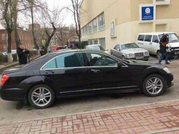 Как Янукович ехал на допрос: охрана и элитное авто (фото)