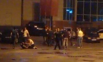 Харьковчане устроили массовую драку возле ночного клуба: кадры эпичной схватки