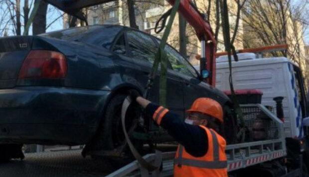Автомобили днепрян массово эвакуируют в городе: в чем причина