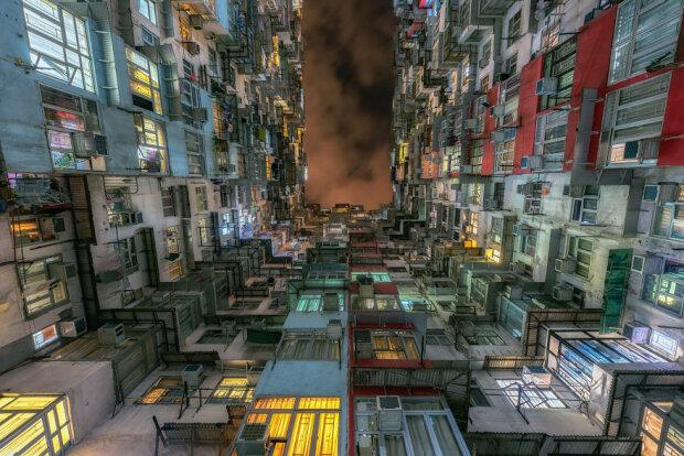 Quarry-bay-hong-kong-looking-up-5c2fc86ec70fd__880