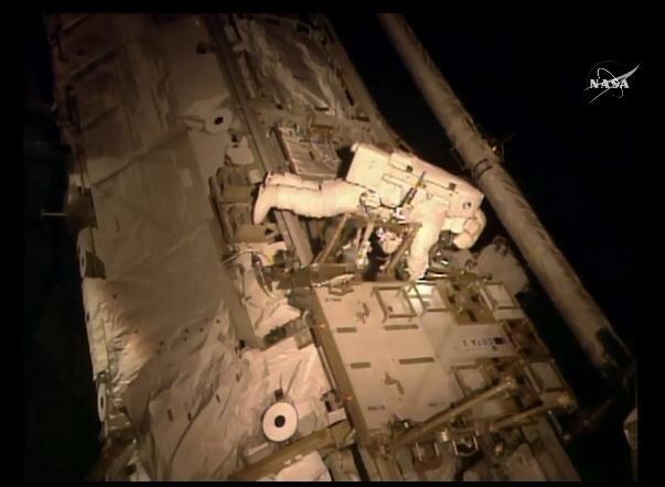 Пробывших год на МКС космонавтов проверят на готовность к Марсу (фото)