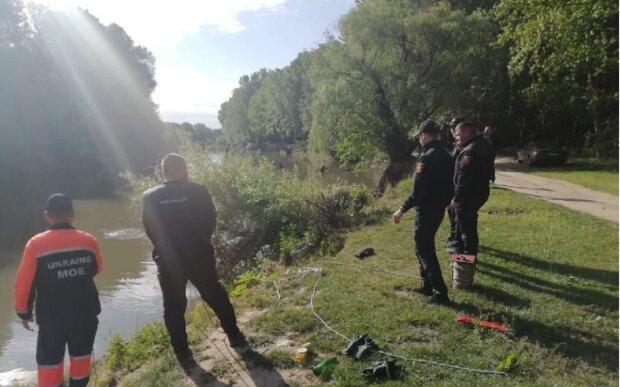 Автомобіль з військовими зірвався в річку з обриву під Одесою: трагічні деталі