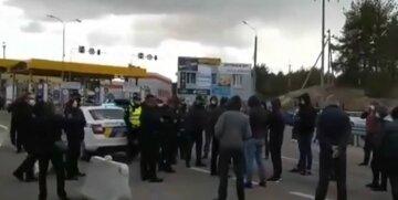 Бунти на кордоні України: пункти пропуску терміново закривають, кадри