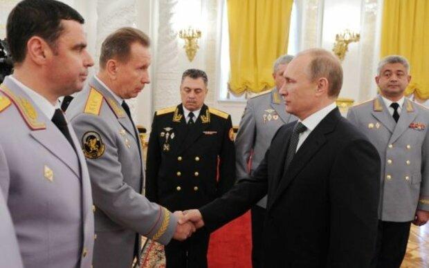 Путінський генерал став посміховиськом у мережі: вся міць режиму на одному фото