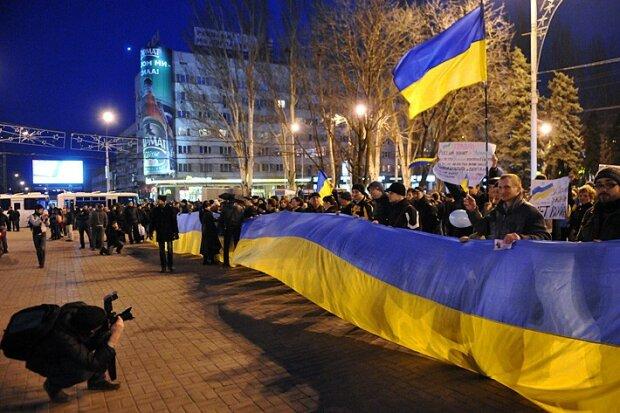 украинские флаги украинцы у