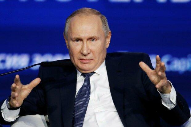Путін впав обличчям у бруд на зустрічі з Меркель, відео облетіло мережу: «ходулі не потрібні»