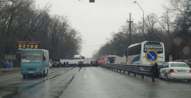 Бунт набирает обороты в Киеве: палатки парализовали движение, кадры происходящего
