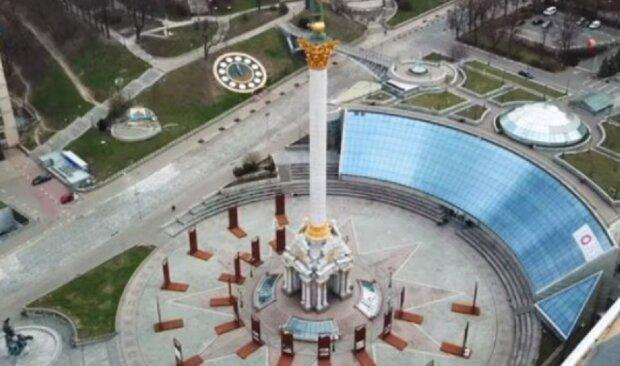 В центре Киева девушки решили спеть гимн России: история получила неожиданное продолжение, видео