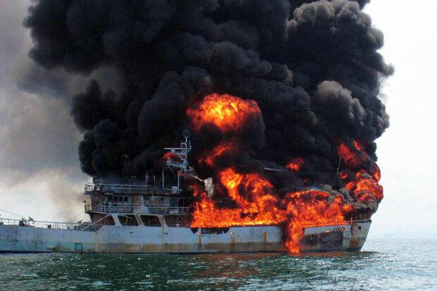 корабль, пожар