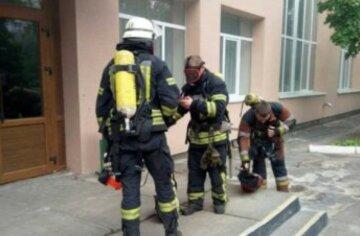 """Спасатели бросились на помощь 12-летнему киевлянину: """"в многоэтажке попал..."""""""