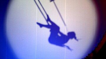 Гимнастка сорвалась с огромной высоты в цирке: подробности и кадры жуткого падения