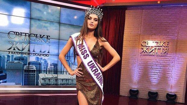 Розкішна Міс Україна зважилася на фотосесію для дорослих в одній білизні: «є за що вхопитися»