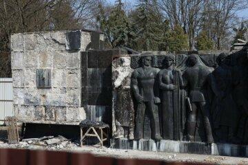 Монумент Бойової Слави розбирають у Львові: що чекає пам'ятник часів СРСР надалі
