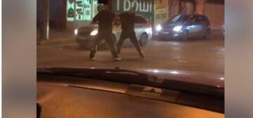 """""""Настукав по голові за 7 гривень"""": в Одесі маршрутник побився з пасажиром на дорозі, відео"""