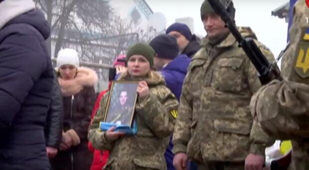Молодого бійця ЗСУ провели в останній путь під Дніпром, всі в сльозах: відео прощання