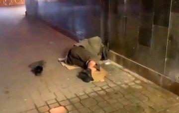 Бездомные захватили Майдан Независимости, киевляне умоляют навести порядок: на помощь пришли депутаты