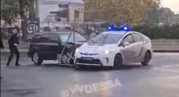 """Водитель под """"кайфом"""" гонял по улицам Одессы, полное видео: """"протаранил копов, а потом..."""""""
