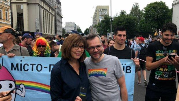 ЛГБТ-Ребекка Хармс