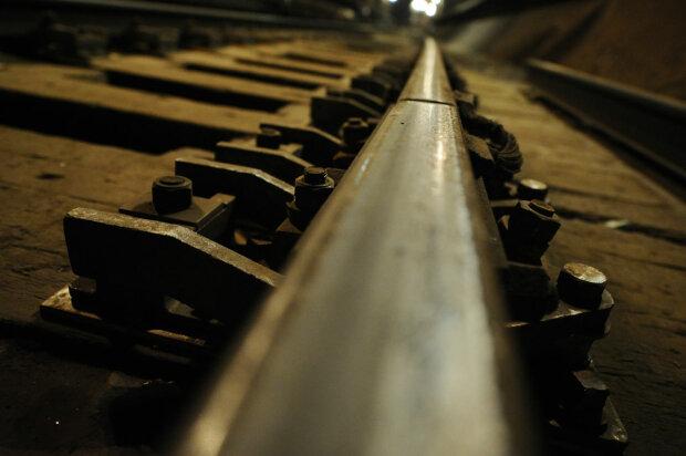 Поезд с опасными веществами сошел с рельсов: подробности ЧП