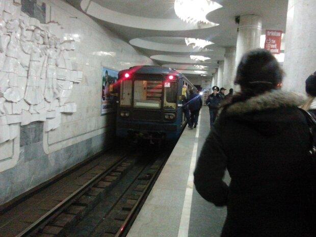 """""""Перетворюється на труху"""": харків'яни показали плачевний стан міського метро, моторошні кадри"""