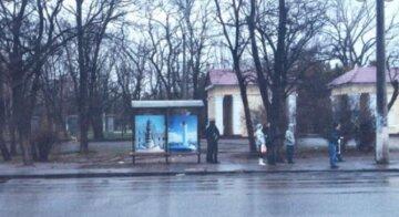 15-летнюю девочку застукали за нехорошим занятием на остановке под Одессой: что она натворила
