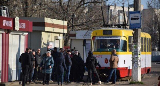 Люди збунтувалися в Одесі, рух перекрито у багатьох місцях: кадри з місця