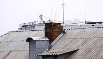 """""""Стеля стала бити струмом"""": дніпрянка перевірила дах будинку і обімліла, лякаючі фото"""