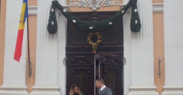 Прапор ЄС зняли з будівлі адміністрації Додона