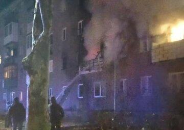 """Огонь охватил многоэтажку на Закарпатье, в квартире было трое детей: """"Мамы не было дома и..."""""""
