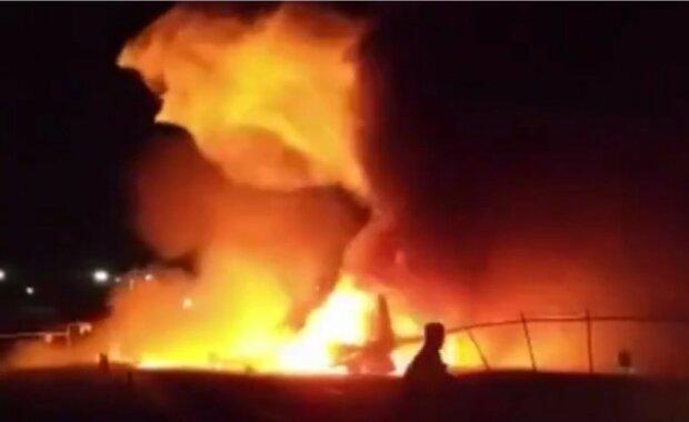 Самолет Минздрава с врачами рухнул и взорвался в аэропорту: кадры и детали огненной катастрофы