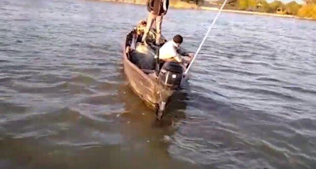 Огромную рыбу выловили на реке Дунай в Одесской области: как она выглядит, видео
