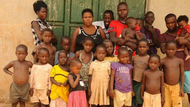 Nabatanzi-middle-with-her-children-Ph