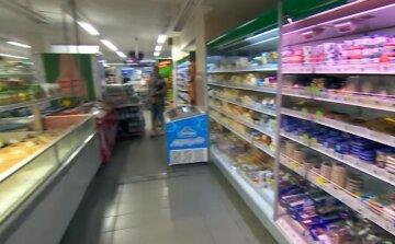 """""""Занадто юна"""": у Дніпрі дівчинку принизили в супермаркеті, подробиці"""
