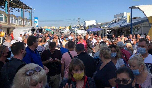 """Масштабный бунт охватил одесский рынок """"7 км"""", уже нет сил терпеть: кадры восстания"""