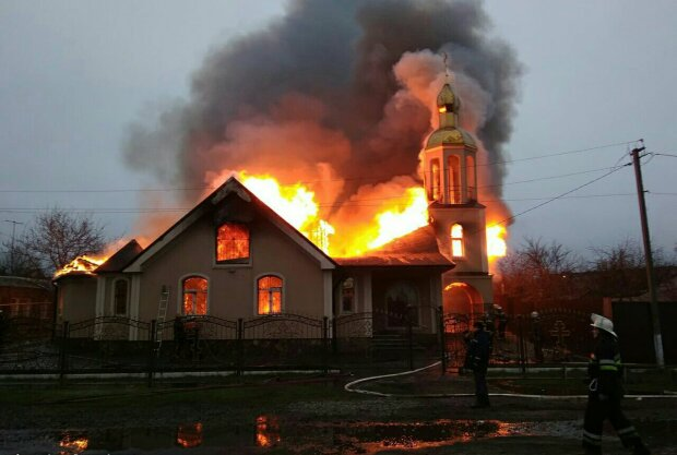 Пожежа в храмі на Харківщині: у справу втрутилася поліція