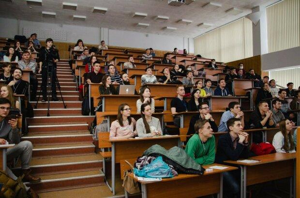 Украинских студентов готовят к массовым отчислением: в чем причина