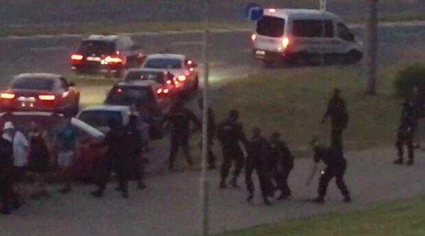 Майдан охватил Беларусь: люди схлестнулись с ОМОНом, в ход пошли гранаты, кадры восстания