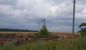 Масштабна пожежа знищила урожай на Харківщині: фото з місця НП