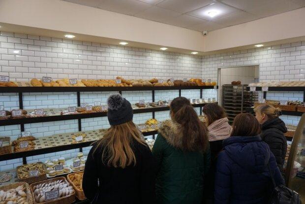 """""""Хлеб по сто гривен"""": объявлено о новых правилах покупок в магазинах и аптеках в Киеве"""