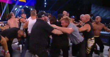 """Майк Тайсон влаштував масову бійку, відео: """"Розірвав на собі футболку і..."""""""