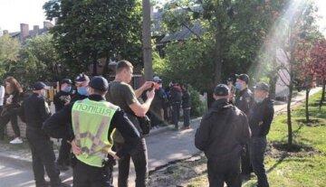 """Вандалы устроили небывалый погром в Одессе, съехалась полиция: """"украли 10 крестов"""""""