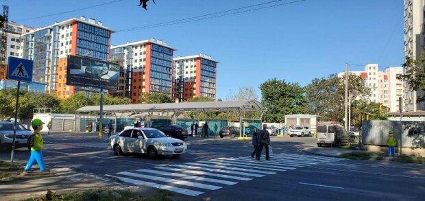 """""""Змусять скинути швидкість"""": в Одесі водіїв лякатимуть """"дітьми"""", фото"""