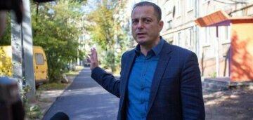 СМИ: Мэр Каменского Белоусов торжественно открыл светофор установленный в нарушении правил и тендерных процедур