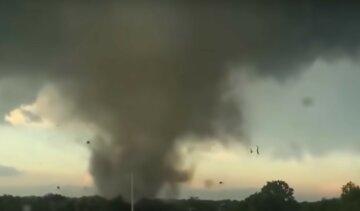 Гигантский смерч поднялся в небо над Одесчиной: видео стихии