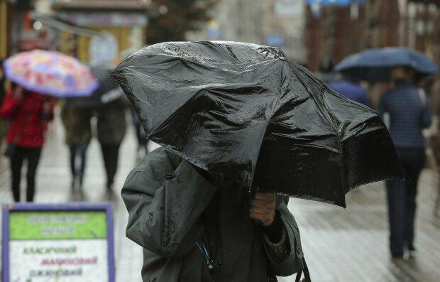 Погода споганить українцям вихідні, з'явився детальний прогноз: які області під ударом