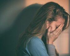 болит слезы грусть