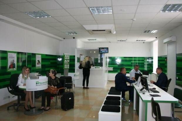 """Украинцы массово получают уведомления от ПриватБанка, что происходит: """"Счета будут закрыты, если..."""""""
