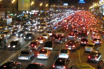 Транспортний колапс у Києві: 10-бальні затори і таксі за 300 гривень, буде ще гірше