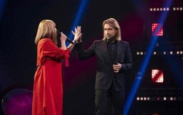 """Нова партнерка Олега Винника, показавши ніжки в мінісукні, засвітила незвичайне тату: """"Ти така…"""""""