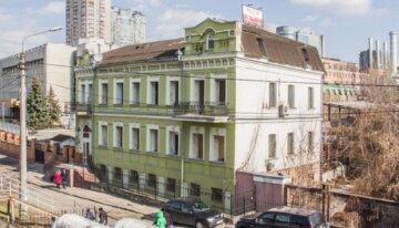 """В центре Киева снесли старинное здание XIX века, разгорелся скандал: на месте хотят построить """"свечку"""""""